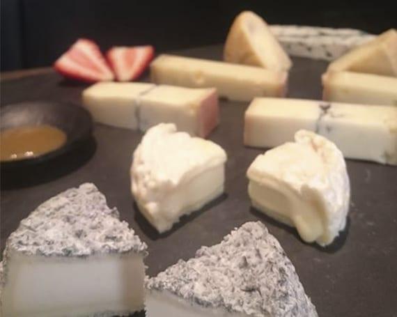 Cheese Bar Terraza. Tabla. Los Quesos de L'Amélie