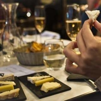 cata de quesos y champagne